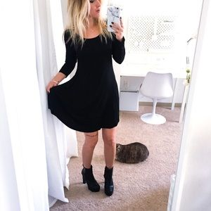 Dresses & Skirts - Scoop neck black long sleeve summer dress
